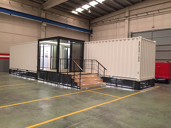 TKA Mobile Datacenter Container met Elec, racks, cooling etc-img-20150810-wa007-jpg